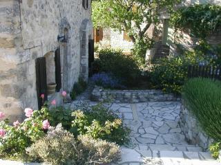 La Fenice - Charming restored property in Luberon - Montjustin vacation rentals