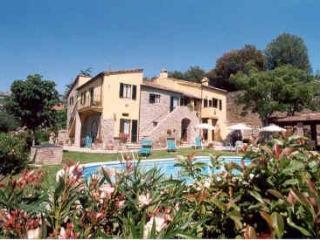 Charming 2 bedroom restored apartment near Cortona - Camucia vacation rentals