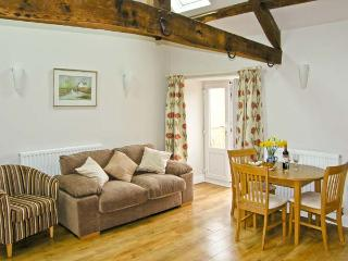 THE BAKEHOUSE, pet friendly, character holiday cottage, with a garden in Angelbank, Ref 5468 - Henley vacation rentals