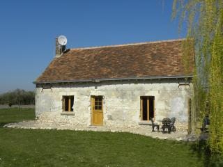 Romantic Loire Valley Cottage -1 bedroom; sleeps 4 - Meigne-le-Vicomte vacation rentals