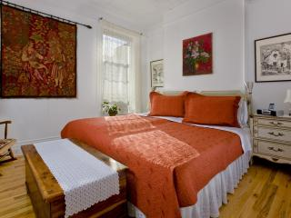 Secret townhouse 2BR in Greenpoint - New York City vacation rentals