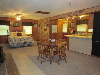 Kishauwau Cabins near Starved Rock Utica IL SmlFam - Utica vacation rentals