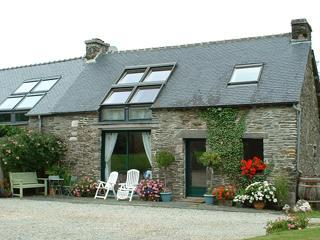 Triton Cottage, Central Brittany, sleeps 6 + 1 - Plounevez-Quintin vacation rentals