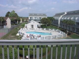 Comfortable 2 Bedroom Condo with Pool and Hot Tub in Panama - Panama City Beach vacation rentals