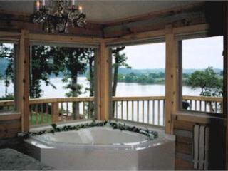 Nice 3 bedroom Louisville Cabin with Deck - Louisville vacation rentals