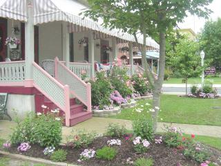 Harvard Apt #4 -Great Loc! 2 blocks to beach, mall - Cape May vacation rentals
