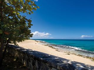 ECUME DES JOURS...4 BR with  Endless turquoise views and the peaceful sound of waves await you - Plum Bay vacation rentals