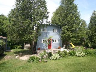 Beautiful 3 bedroom Cottage in Point Clark with Deck - Point Clark vacation rentals