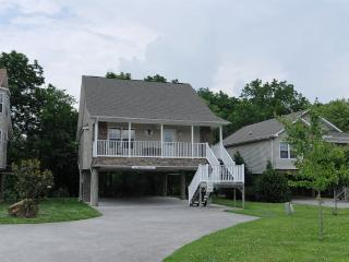 Bright 2 bedroom Chalet in Pigeon Forge with Internet Access - Pigeon Forge vacation rentals