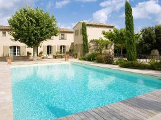 Traditional Provencal Home Villa des Anges with Landscaped Gardens, Private Pool & Maid Service - Orgon vacation rentals