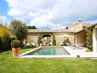 Excellent Gated Family-Friendly Village House Les 2 Maisons with Heated Pool & Alfresco Dining - Bonnieux vacation rentals