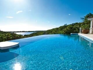 SEA VOUS PLAY...very private comfortable villa with views to Saba and beyond - Terres Basses vacation rentals