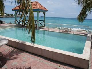 Il Punto Blu - Ideal for Couples and Families, Beautiful Pool and Beach - Pelican Key vacation rentals