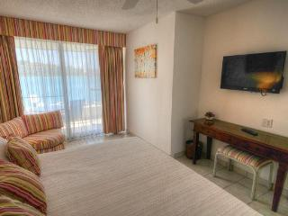 ROYAL PALM BEACH #101 ...affordable 3 BR beachfront resort!  Close to restaurants & shopping! - Simpson Bay vacation rentals