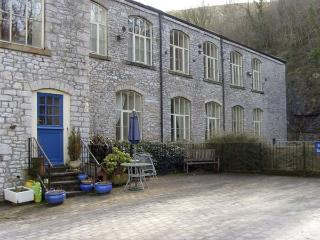6 PHOENIX BUILDING, family friendly, country holiday cottage in Litton Mill In Miller's Dale, Ref 5490 - Buxton vacation rentals