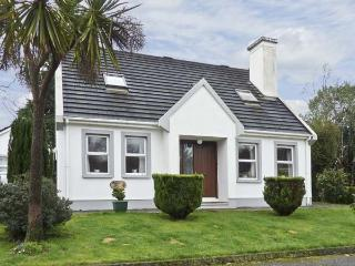 RADHARC NA MARA, family friendly, with a garden in Glengarriff, County Cork, Ref 4604 - County Cork vacation rentals