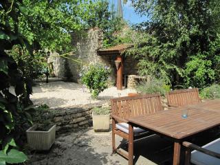 Stone cottage in traditional Burgundy village - Burgundy vacation rentals