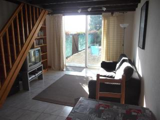 Le Chai - Farmhouse Gite in Charente Countryside - Jonzac vacation rentals