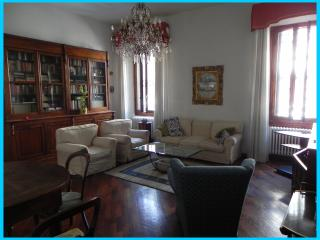 Charming Apartment, close to centre, with parking - Florence vacation rentals