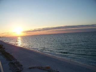 """ 1BR/2 BA, Gorgeous Oceanfront- Pelican Beach - Destin vacation rentals"