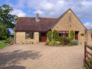 PEACEMERE, pet friendly, country holiday cottage, with a garden in Gillingham, Ref 5270 - Gillingham vacation rentals