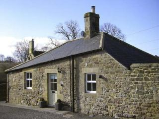 PUFFIN COTTAGE, pet friendly, with a garden in Alnmouth, Ref 7020 - Alnmouth vacation rentals
