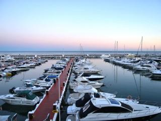 Frontline Marina, Puerto Banus Top floor apartment - Malaga vacation rentals