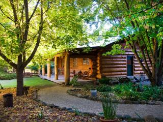 Tewksbury Lodge - Authentic Log Cabin - Porepunkah vacation rentals