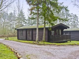 MERIDIAN LODGE, family-friendly, country holiday cottage, with golf on-site in Kenwick Woods, Ref 6809 - Louth vacation rentals