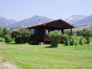 PINE CREEK CABIN LOCATED IN PARADISE VALLEY - Livingston vacation rentals