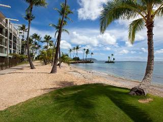 Luxury, Oceanfront 2 Bedroom Condo on Kahala Beach - Oahu vacation rentals