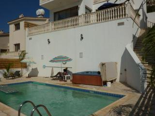 Villa Athena Private pool Jacuzzi free internet - Peyia vacation rentals
