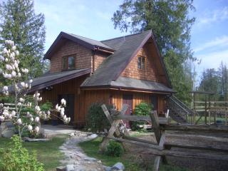 Cozy Gibsons vacation Cottage with Deck - Gibsons vacation rentals