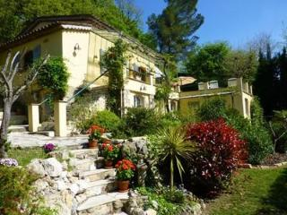 Les Roches Fleuries 3 Bedroom Vacation Rental with a Garden and Balcony - Mougins vacation rentals
