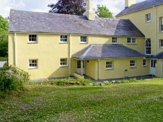 THE BRAMBLES, family friendly, character holiday cottage, with a garden in Carmarthen, Ref 7057 - Carmarthen vacation rentals