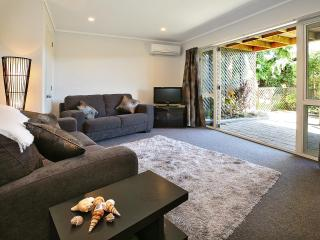 Self contained 1 bedroom apartment with ensuite - Dunedin vacation rentals