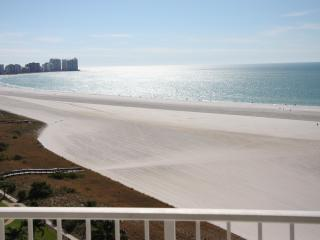 ON THE BEACH 2BED/2BATH, GREAT VIEW, WIFI - Marco Island vacation rentals