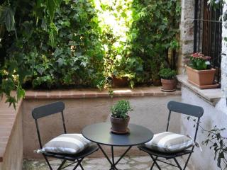 Adorable Apartment in Spello with Fireplace, sleeps 4 - Spello vacation rentals