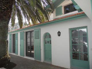 Petite Oasis: A 2br house + Loft & Peaceful patio - Sare vacation rentals