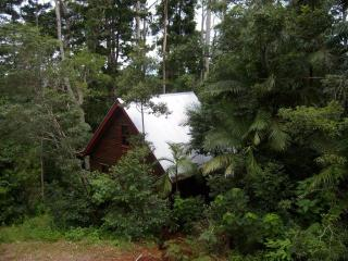 Romantic Rainforest Cottage 40 min from city - Mount Glorious vacation rentals