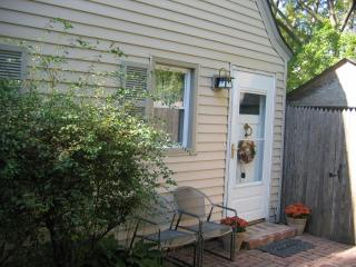 Lovely 2 bedroom Winnetka Cottage with Internet Access - Winnetka vacation rentals