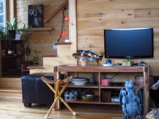 Gorgeous 3 bedroom Woody Point House with Parking - Woody Point vacation rentals