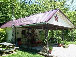 2 bedroom, river-side cabin, near Shoals IN - Shoals vacation rentals