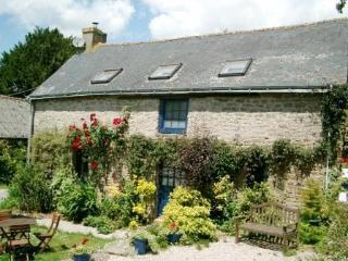 Mimosa Cottage a Beautiful 3-Bedroom 15C Cottage - Langonnet vacation rentals