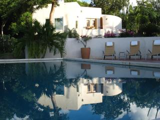 3 bedroom Villa with Internet Access in West End - West End vacation rentals