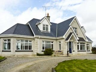SEVEN GABLES COTTAGE, pet friendly, with a garden in Gorey, County Wexford, Ref 4629 - Grange vacation rentals