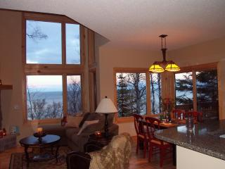 Lake Superior Luxury Rental - beautiful lake view! - Beaver Bay vacation rentals