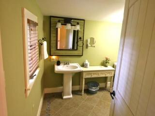 2 bedroom Cottage with Internet Access in Candler - Candler vacation rentals