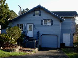 Nautical Beach House at the Devil's Punchbowl! Master Bedrm w 2 Lofts - Newport vacation rentals