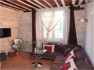 Charming & cozy apartment in the heart of Avignon - Sauveterre vacation rentals